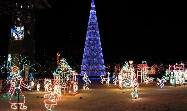 BentleyVille Christmas Lights Duluth, MN