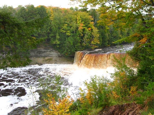 tahquamenon falls fall color